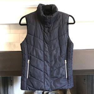 H&M Women's Puffy Vest - Size 6